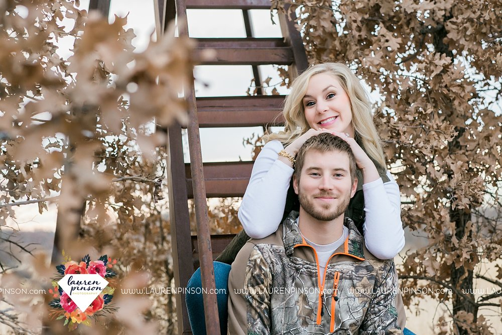 wichita-falls-texas-weddiing-photographer-engagement-session-bowie-texas-old-barn-country-hunting_4033.jpg