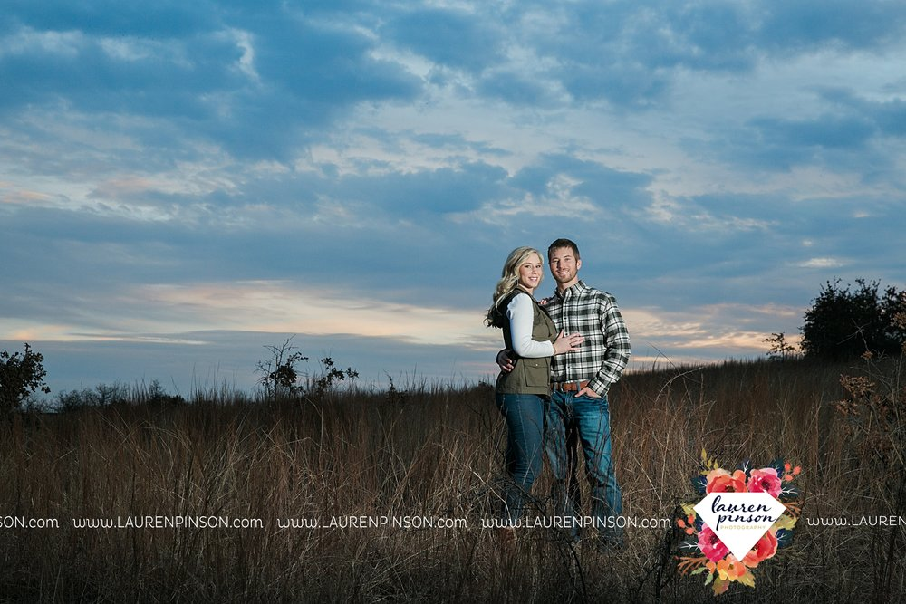 wichita-falls-texas-weddiing-photographer-engagement-session-bowie-texas-old-barn-country-hunting_4035.jpg