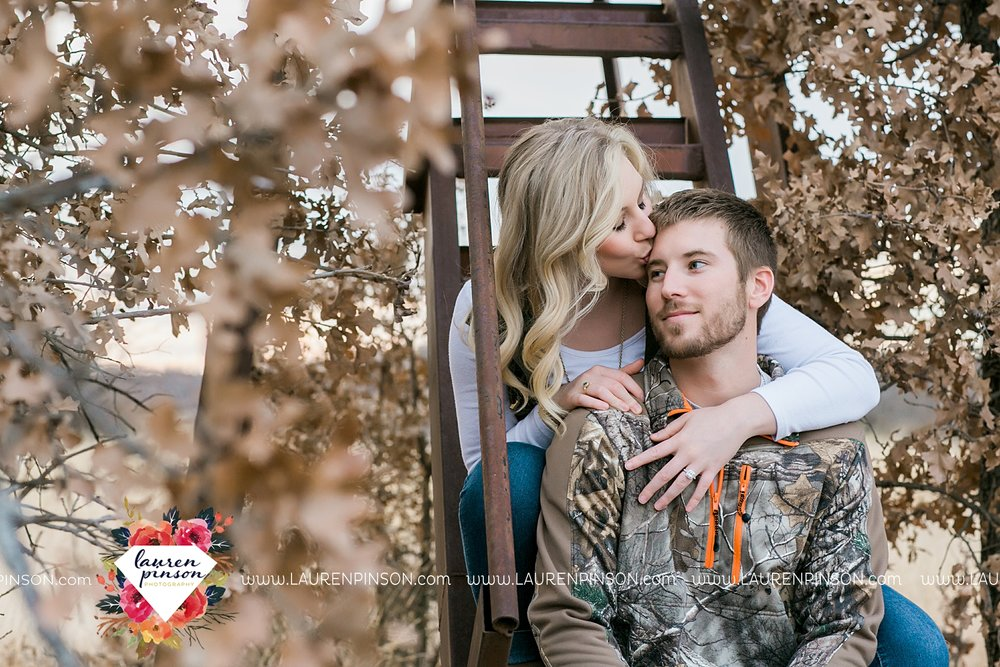 wichita-falls-texas-weddiing-photographer-engagement-session-bowie-texas-old-barn-country-hunting_4034.jpg