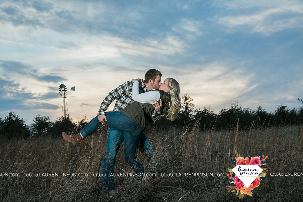 wichita-falls-texas-weddiing-photographer-engagement-session-bowie-texas-old-barn-country-hunting_4036.jpg