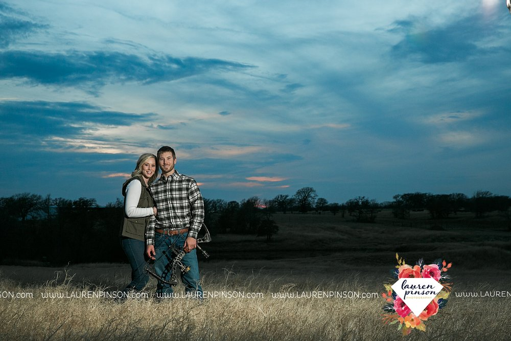 wichita-falls-texas-weddiing-photographer-engagement-session-bowie-texas-old-barn-country-hunting_4037.jpg