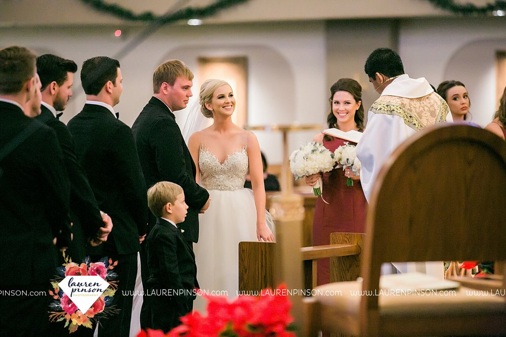 wichita-falls-texas-weddiing-photographer-the-wellingtong-two-clever-chicks-our-lady-queen-of-peace-winter-wedding-photography_4064.jpg