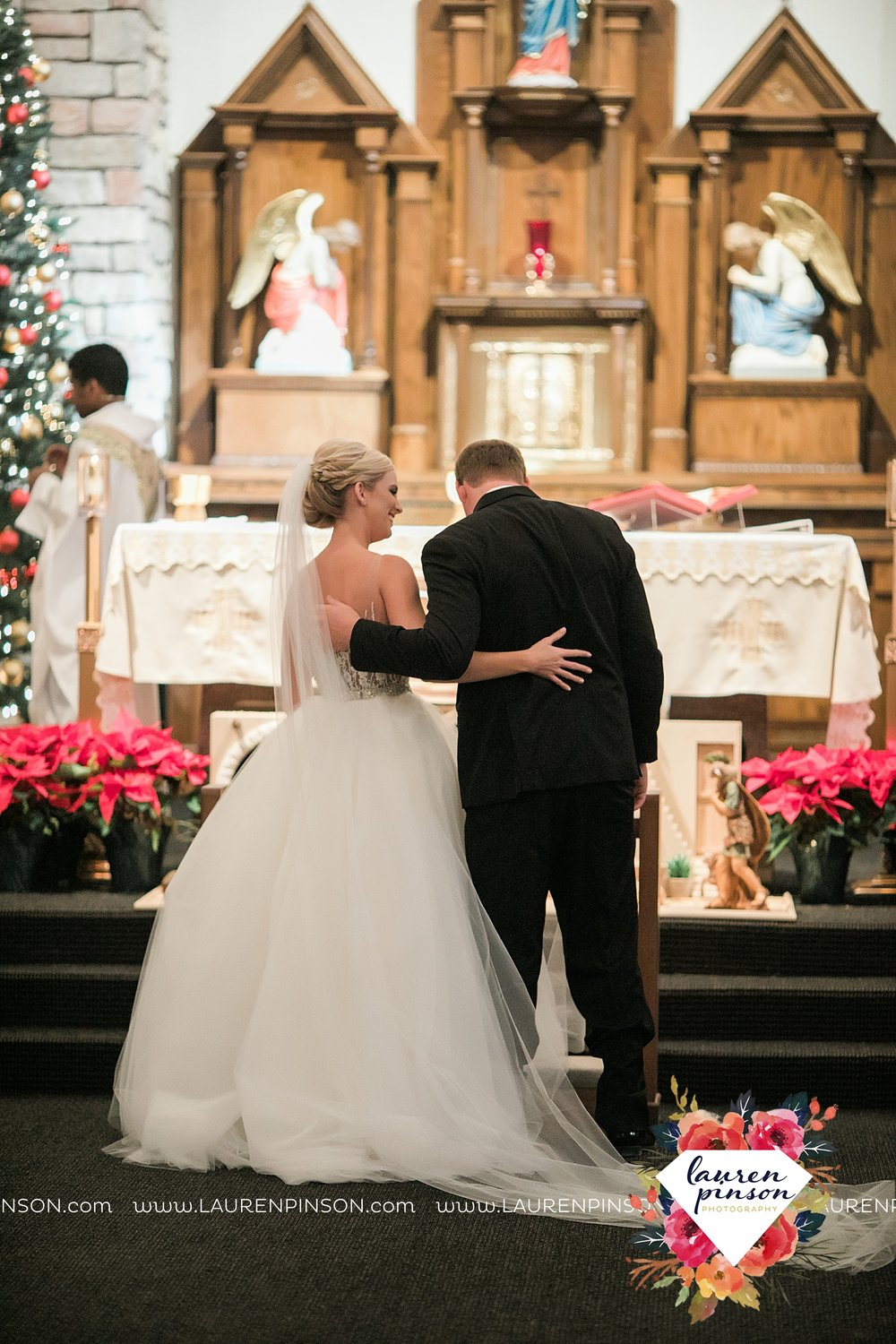 wichita-falls-texas-weddiing-photographer-the-wellingtong-two-clever-chicks-our-lady-queen-of-peace-winter-wedding-photography_4065.jpg