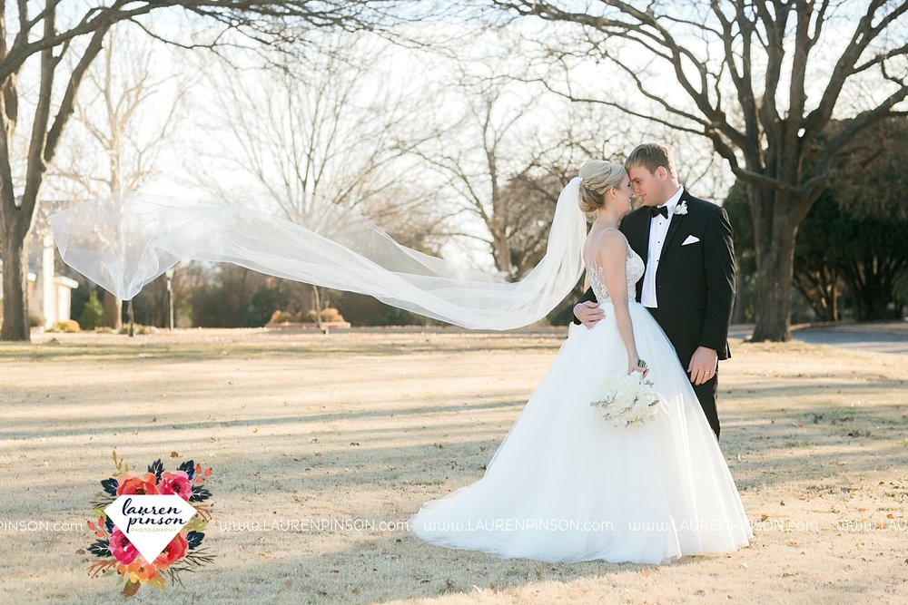 wichita-falls-texas-weddiing-photographer-the-wellingtong-two-clever-chicks-our-lady-queen-of-peace-winter-wedding-photography_4069.jpg
