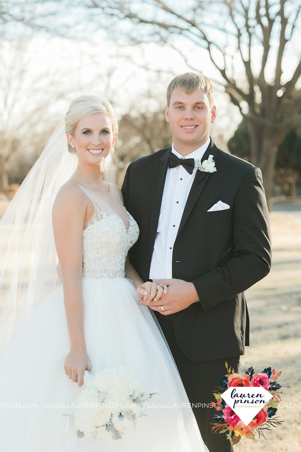 wichita-falls-texas-weddiing-photographer-the-wellingtong-two-clever-chicks-our-lady-queen-of-peace-winter-wedding-photography_4077.jpg