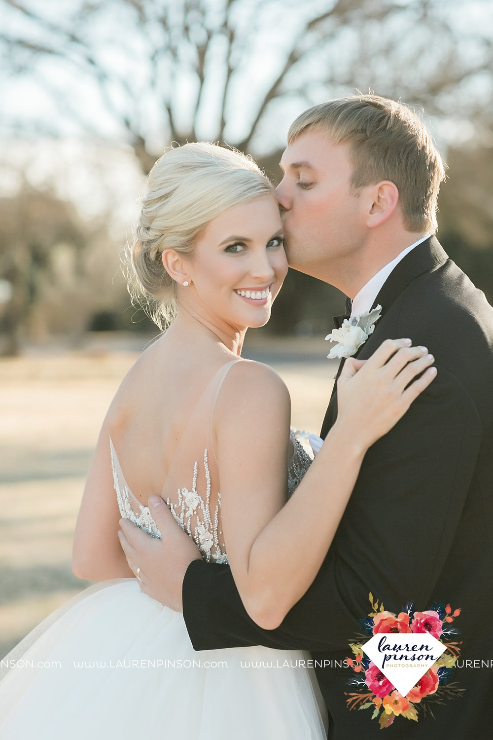 wichita-falls-texas-weddiing-photographer-the-wellingtong-two-clever-chicks-our-lady-queen-of-peace-winter-wedding-photography_4078.jpg