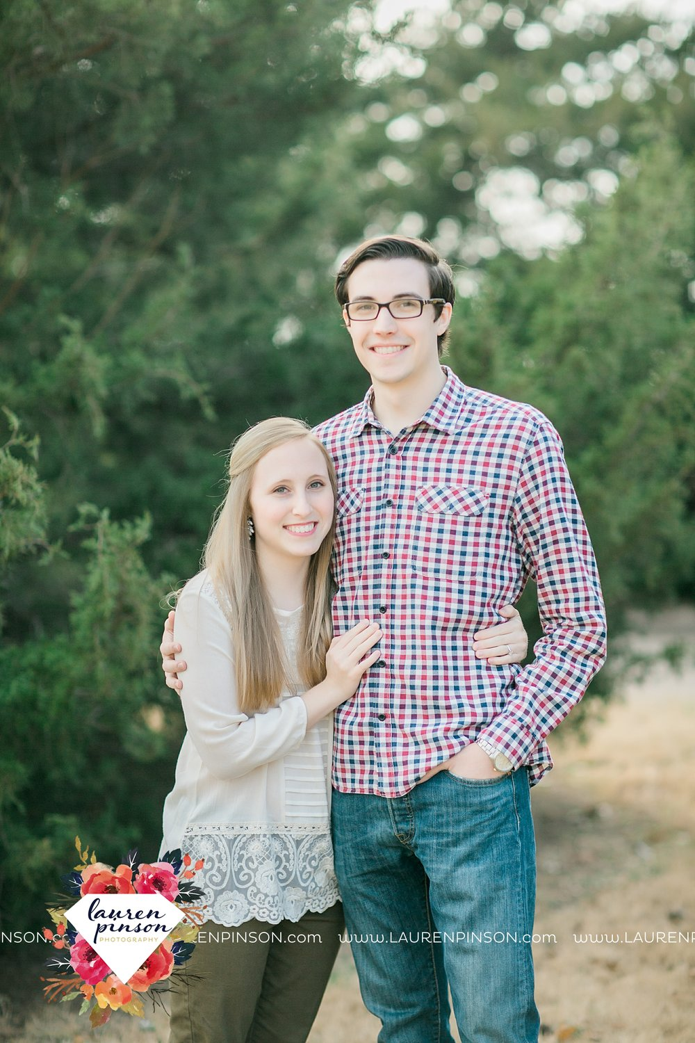 katie-and-joshua-frank-and-joes-wichita-falls-engagement-session-lake-wichita-park-lauren-pinson-photography-00001.jpg