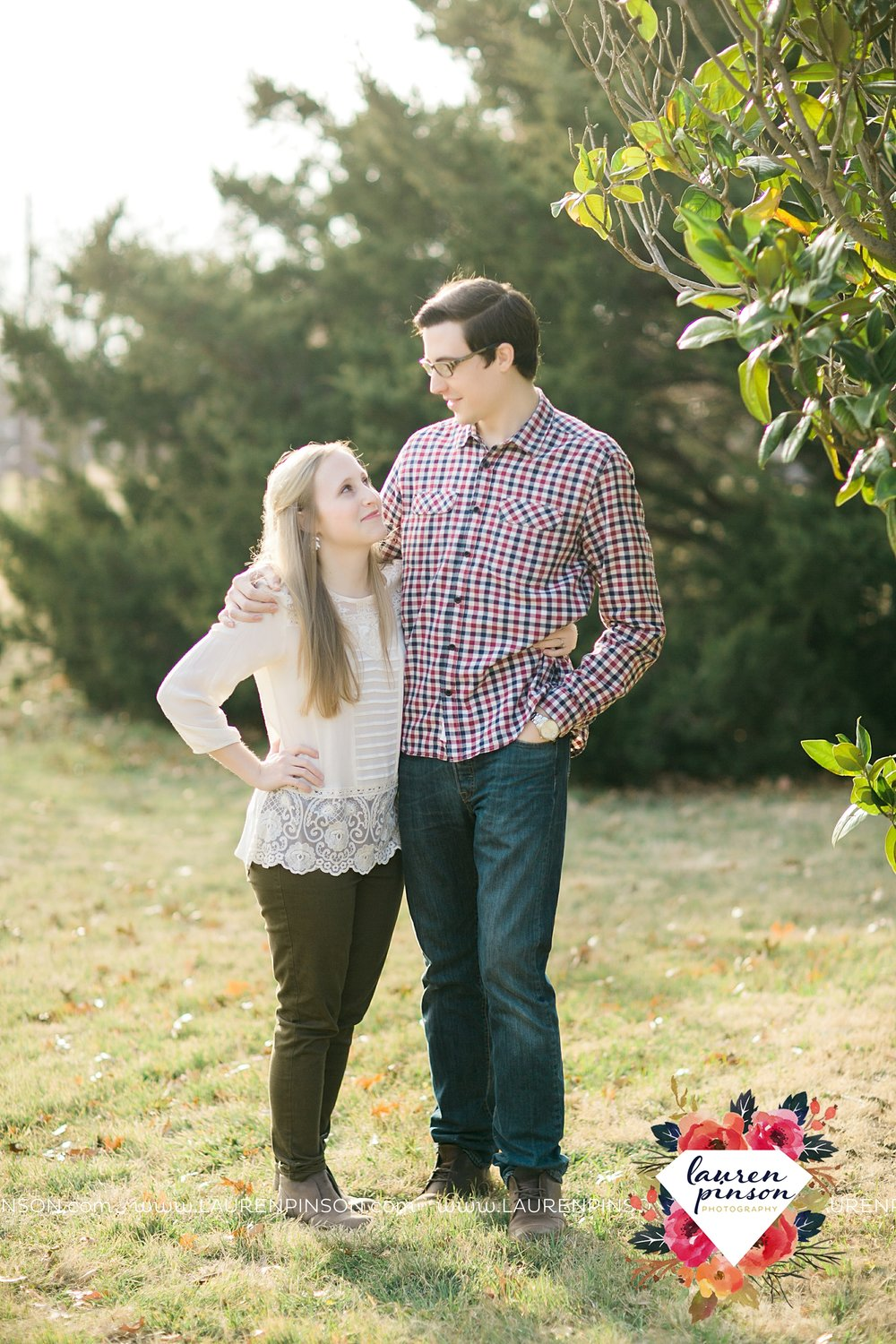 katie-and-joshua-frank-and-joes-wichita-falls-engagement-session-lake-wichita-park-lauren-pinson-photography-00015.jpg