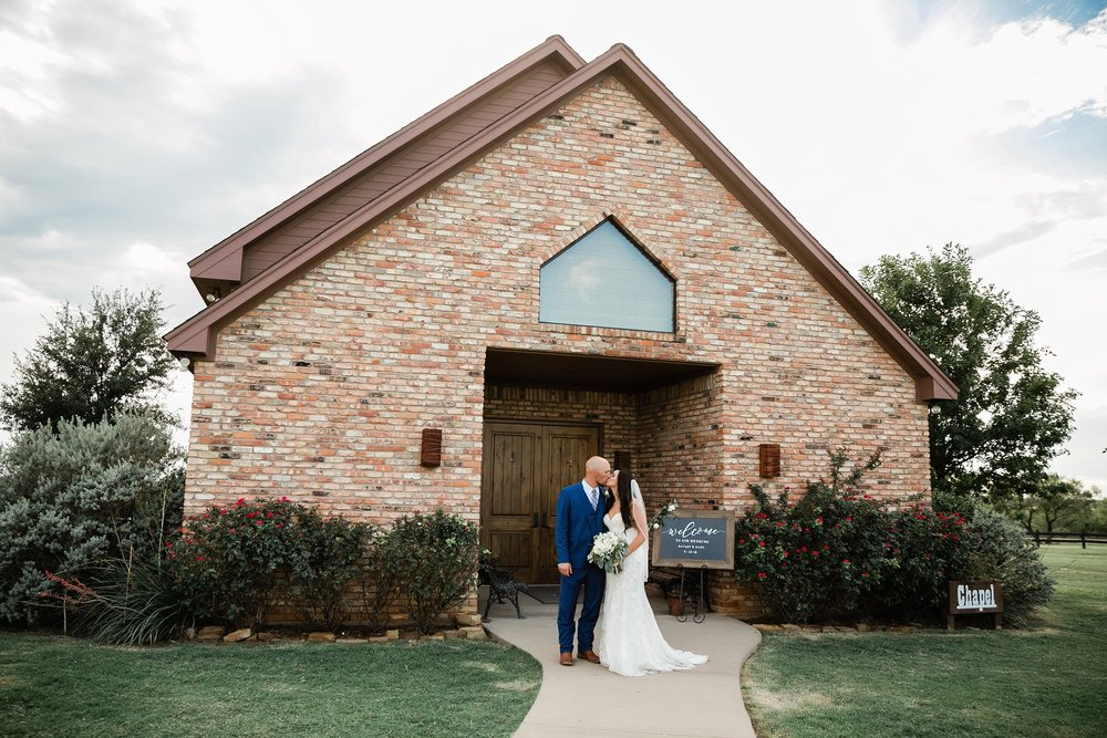 bailey-and-carl-coyote-ranch-resort-wedding-photographer-wichita-falls-texas-destination-wedding-0049.jpg