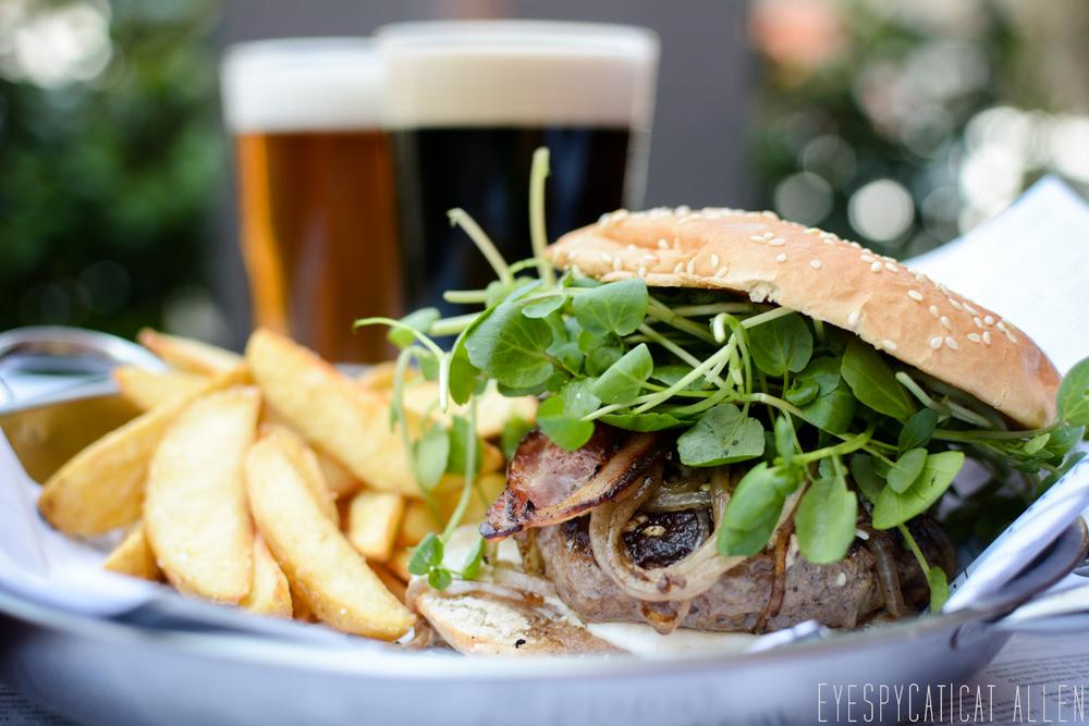 Loom.Cerveceria.BurgerShoot2.Santiago.CatAllen.EyeSpyCat.WEB-3.jpg