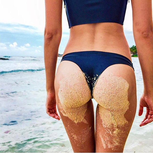 🍑Hump Day 🍑  Spring is the perfect time of year to get that bum in shape!! BodyFX is a non-invasive solution for fat reduction and body contouring.  Using radio frequency energy ✨✨, deep tissue heating, and light vacuum pressure, the BodyFX distributes heat to the skin and underlying fat causing the tissue to heat and contract to tighten the skin and melt fat cells over time. The Body FX is safe to use on all parts of the body with stubborn fat that your daily workouts can't fix👊👊 #bodyfx #targetfat #wcw  #nyc #parkaveskin #tribeca 📸 @josephineskriver