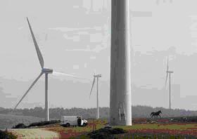写真①Vestas社が設営した風力発電機