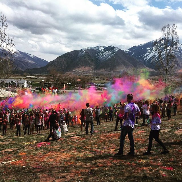 When people ask me about how my new life is going in Utah....surreal perhaps might be the best word. Worked at a great #vegan food stall #spudsonastick at the #holifestival of colors #spanishfork #utah What happens when you mix #mantras #harekrishnas and farmland? #onelove #color #celebratingspring #marchmadness #mylifeinutah