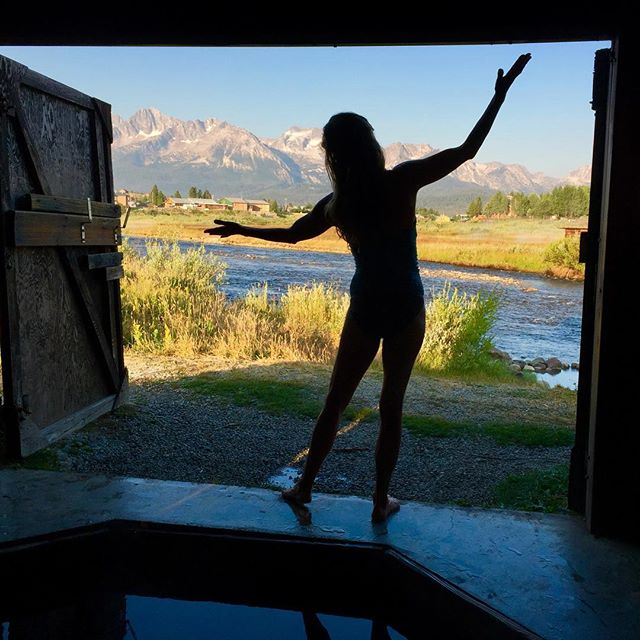 A big slice of heaven on Earth. Good morning from #Stanley #Idaho. Woke up soaking in natural hot springs watching sunrise on the #Sawtooth Mountains. Sending waves of #BLISS to you #hotsprings #riseandsoak #heavenonearth