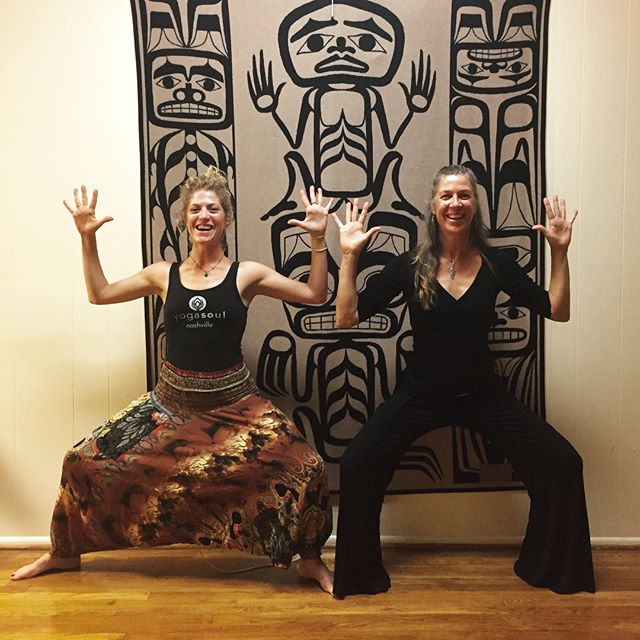 Dancing up a storm in #tenessee  Guest teaching for @sarahailimusic Spaceholder here for #5Rhythms #nashville Surrounded by gorgeous native rugs #ancestors as we sweat our prayers. Beautiful tribe! Thank you for dancing deep! Love the #southernhospitality