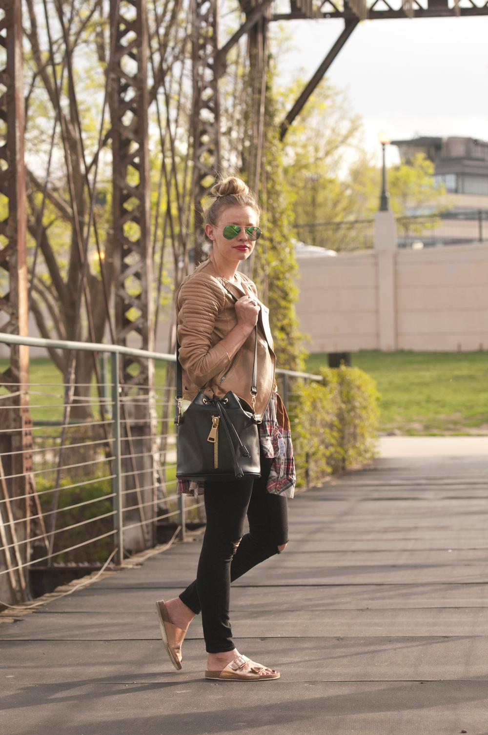 "<img src=""leather jacket black jeans.jpg"" alt=""Blogger outfit"" />"