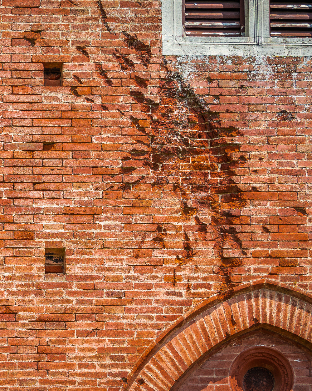 Battle-scarred brickwork of Castello Brolio