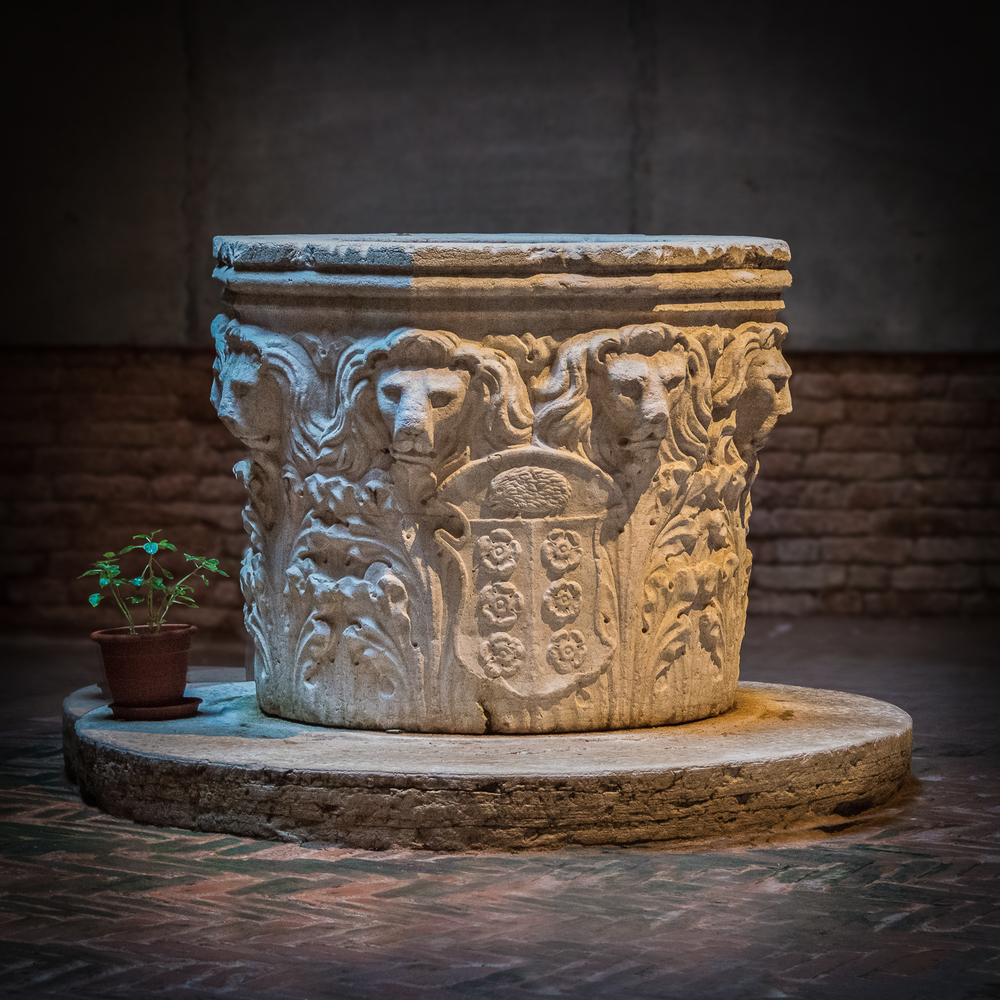 This pozzo is well protected in a courtyard. The lion motif is emblematic of Venice, as it is the symbol of Saint Mark.