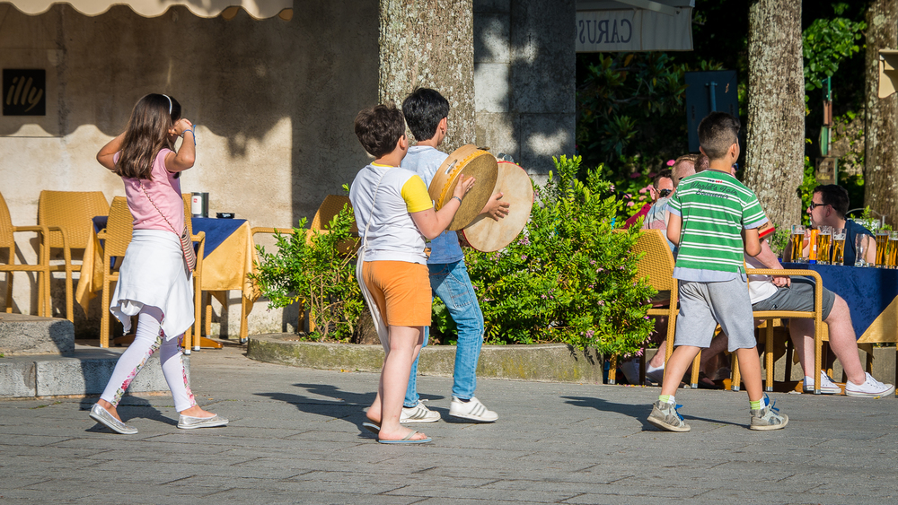 Young entertainers on the Piazza at Ravello