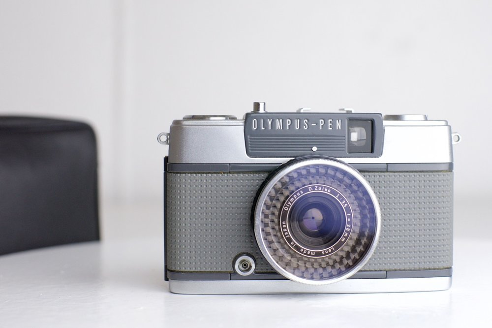 Olympus Pen EE-2 Half Frame Point and Shoot 35mm Film Camera with UV ...