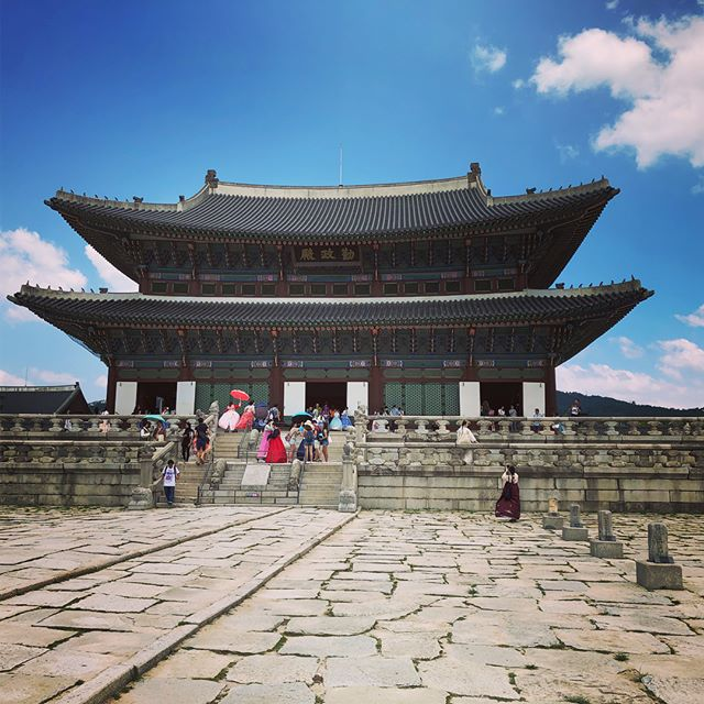 Visited the Gyeongbokgung Palace originally built in 1935 during the Josean Dynasty which ruled for ~500 years. It was a bit strange seeing it contrasted by the skyscrapers surrounding us. Also it was very hot, incredibly hot, the most hot I've ever experienced!!! 😓