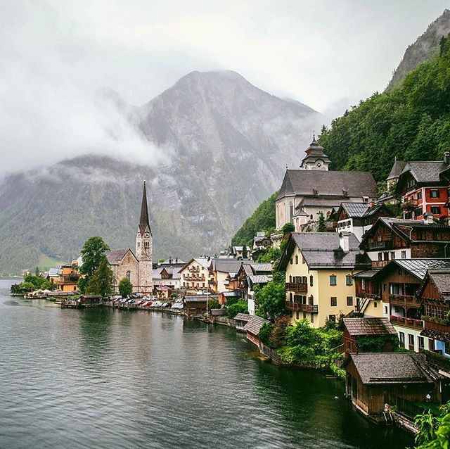 Reminiscing about our incredible European adventures from last summer.  I feel so lucky to have been able to visit Hallstatt. This village was so charming and picturesque - truly a photographers dream.  Today on our blog, I am sharing some of our favourite photos and experiences from #hallstatt !! Link in profile 👆