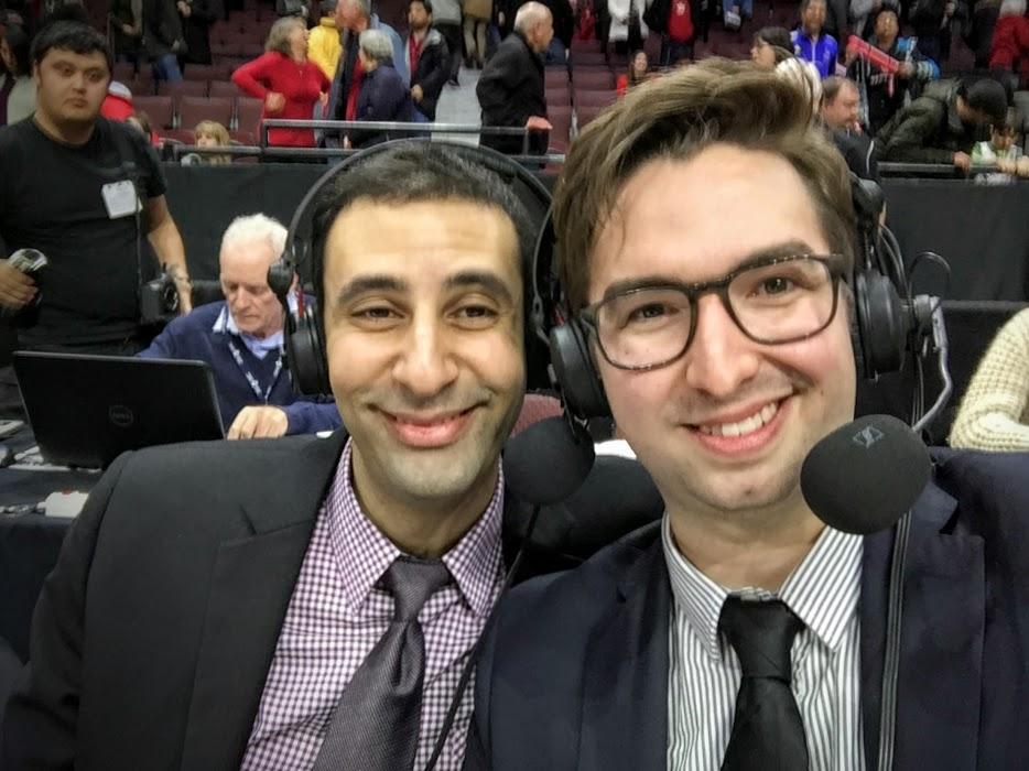 Georges Bitar et Simon Cremer, au micro pour la Classique de la Capitale, match annuel entre les Gee-Gees de l'Université d'Ottawa et les Ravens de l'Université Carleton.