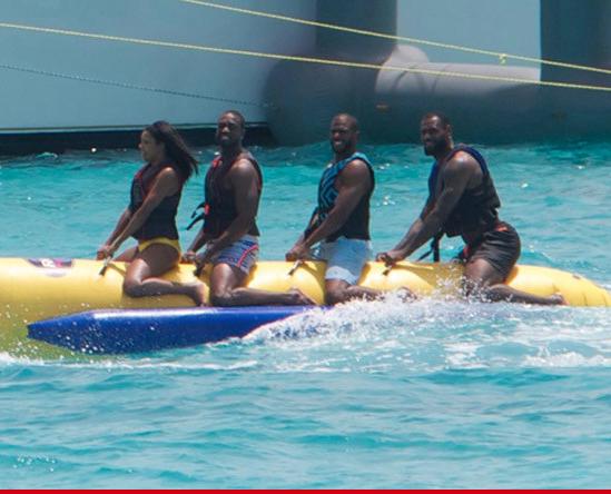 PHOTO TIRÉE DE TWITTER Chris Paul, troisième à partir de la droite, avec l'actrice Gabrielle Union et Dwyane Wade et LeBron James, qui ne sont qu'acteurs à temps partiel.