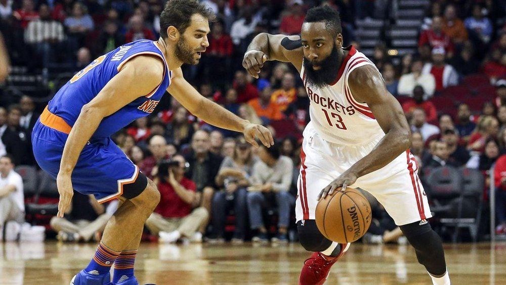 PHOTO TIRÉE DE TWITTER James Harden, en action contre Jose Calderon.