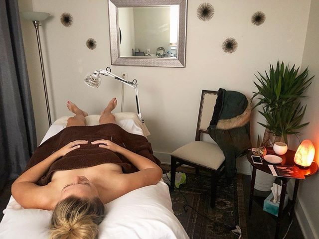 Time to get the weekend started right! Melt away the stresses of the week and get into relax and restore mode. How do you unwind for the weekends to allow your nervous system to get back into rest and digest? @yayalababa  #acupuncture #rest #restore #relax #healthylifestyle #selfcare #weekend #weekendvibes #health #preventative