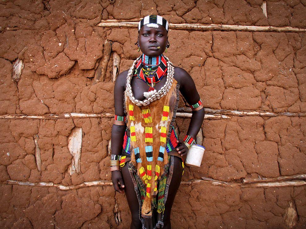 afro-art-chick :        Hamar Portrait, Ethiopia      Photograph by  Pascal Mannaerts