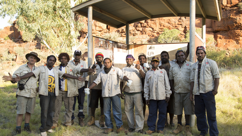 Jigalong rangers installing information panels at Pinpi (Durba Springs) on the Canning Stock Route