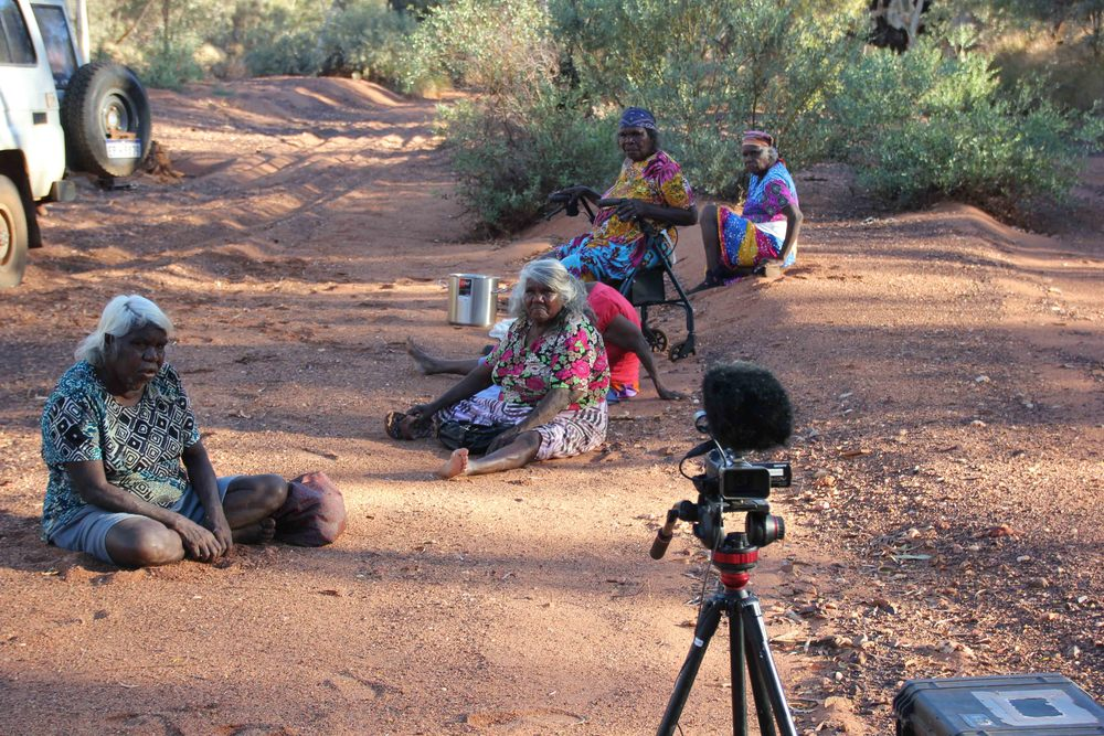 May Brooks, Medbourne Jackson, Dada Samson, Lorna Mintern and Dawn Oates at the Fortescue River to record their oral histories
