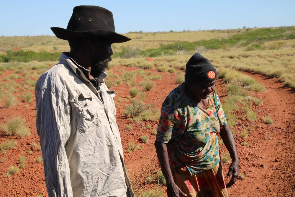 Elder Kumpaya Girgirba sharing her stories with Punmu ranger Winston Williams.