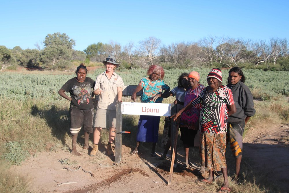 Punmu women rangers installed Lipuru (Well 37) sign