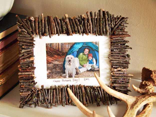 17-DIY-Picture-Frames-4.jpg