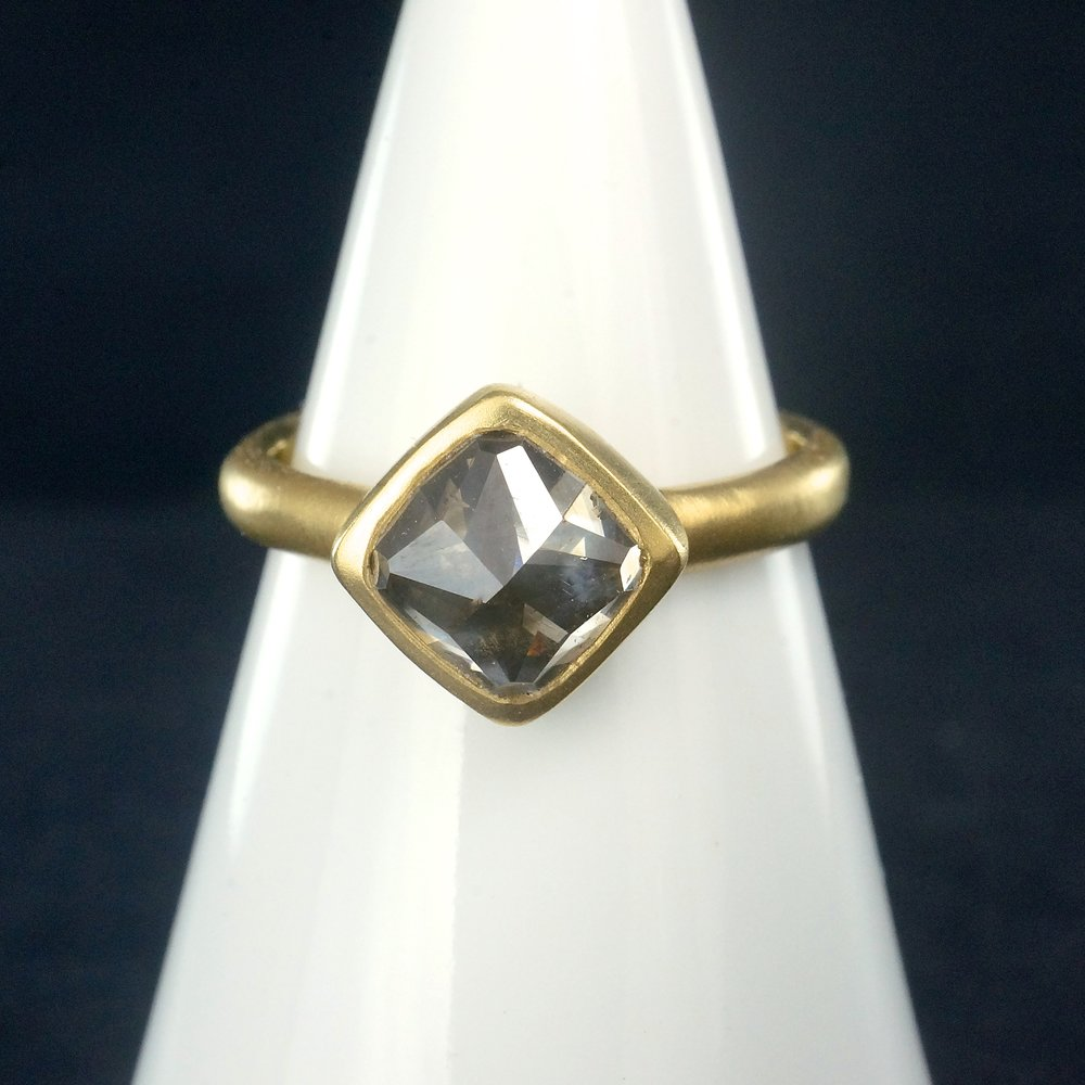 18k yellow gold with gray rose cut diamond