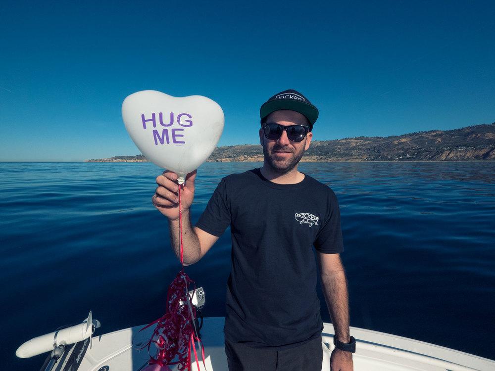 hug_grindr.jpg