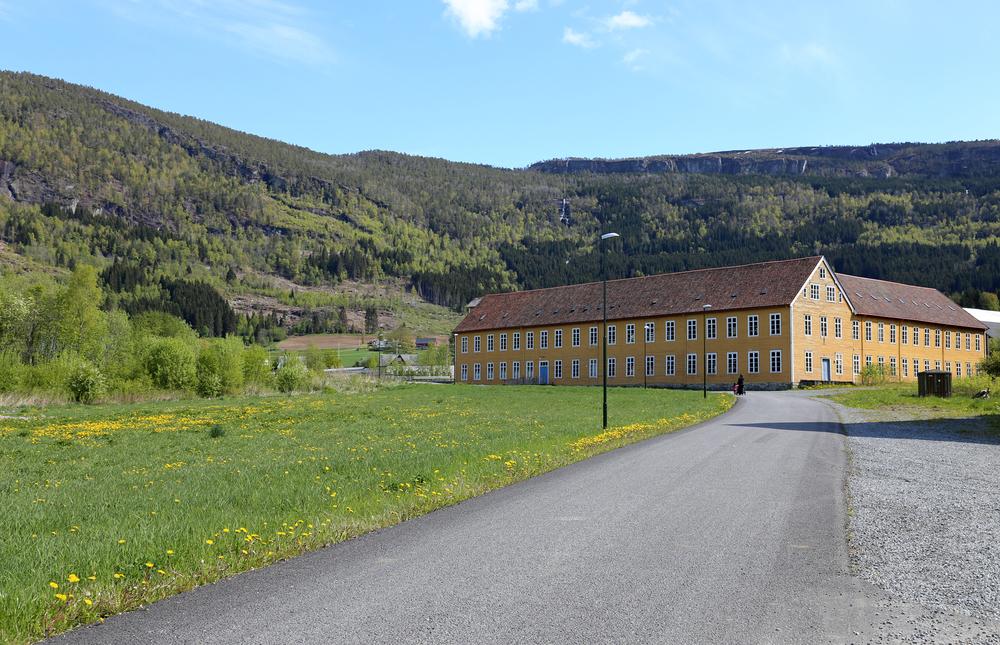 Det gamle fabrikkbygget slik det ser ut i dag. Dette skal være den største fabrikkbygningen i tre i Norden og blant de største i Europa.