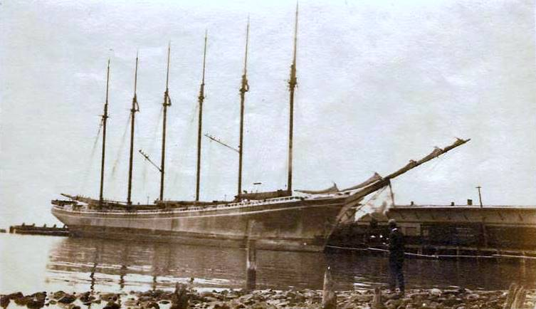 "Schooner ""Wyoming"" of New York, the largest schooner in the World at the L & H Docks, Pensacola. 1916"