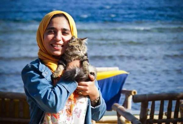 Esraa and her cat in South Sinai earlier this year. PHOTO CREDIT:egyptianchronicles.blogspot.it