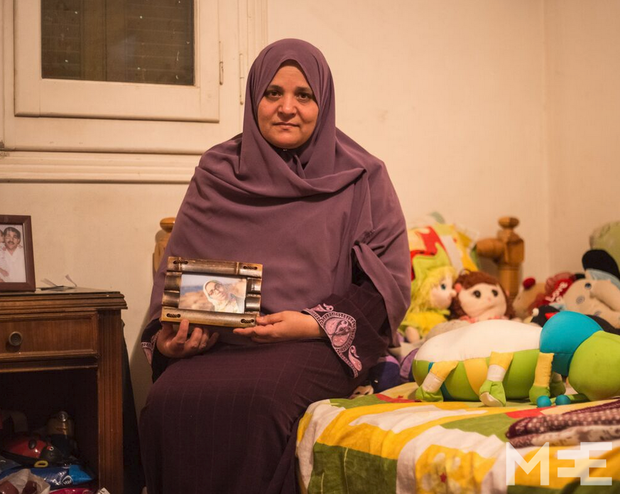 ESRAA'S MOTHER, WORRIED FOR HER DAUGHTER'S SAFETY. PHOTO CREDIT: middleeasteye.net