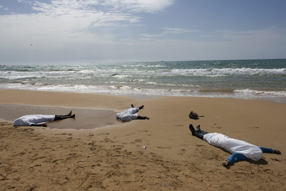 dead_migrants_on_italy_shore.jpg