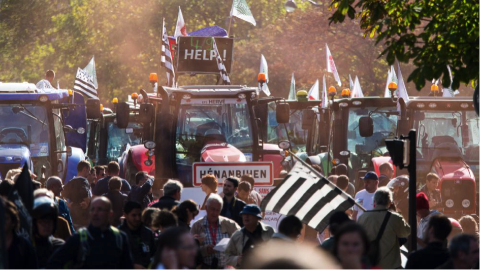 Farmers demonstrating in Paris on Sep. 4. Photo credit: Citizenside/Richard Holding/AF