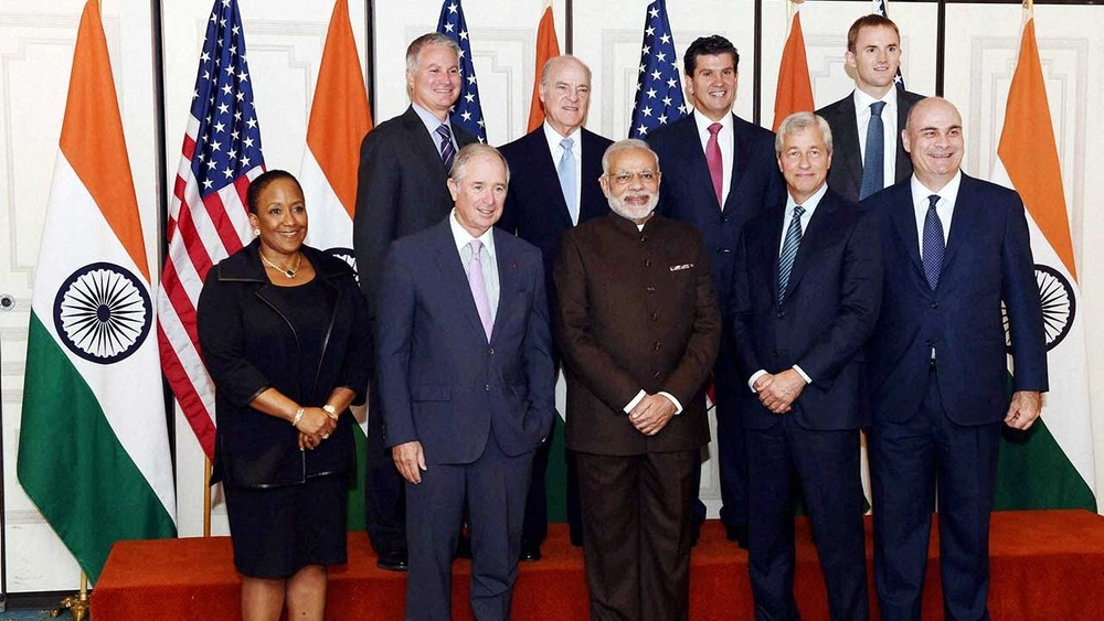 Modi with fortune 500 CEOs.Photo credit:ytimg.com