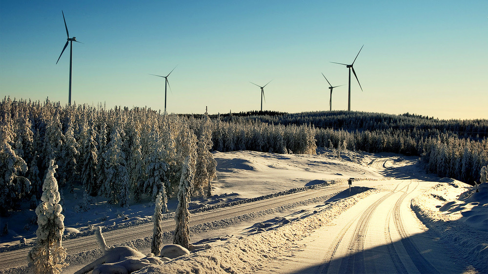 The about 2,000 wind power stations in Sweden provided 7.1 TWh of electricity in 2012. Photo credit: Mintpressnews.com