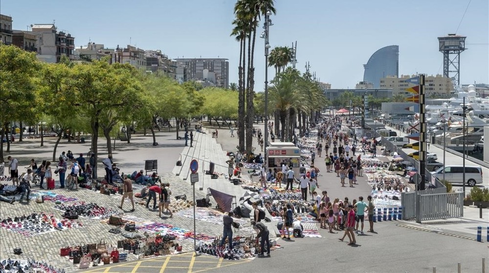 Passeig Joan Borbo in mid-July. Credit:Ferran Sendra/El Periodico Barcelona