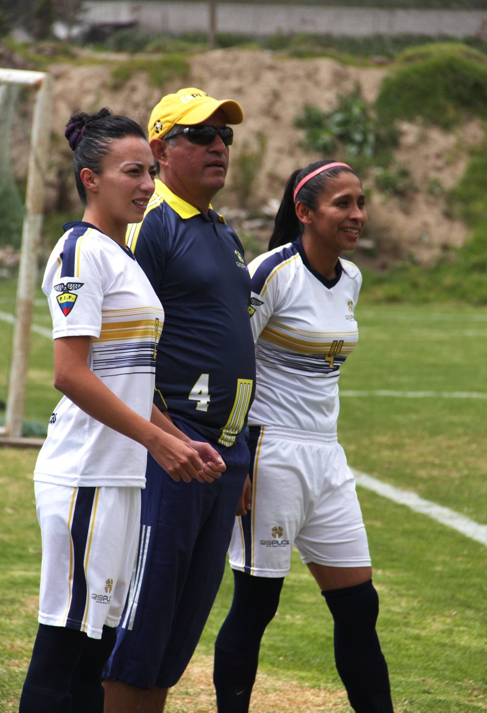 From left to right: Football player Carina Pulla, coach Mauricio Garcia and player and member of the Ecuador National Team Merly Zambrano. Source: Espuce Facebook page