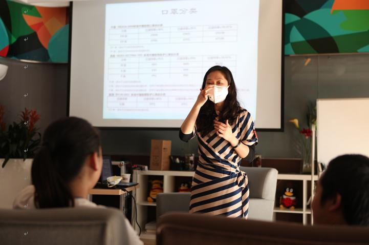 Jia is teaching people how to distinguish between smog safety masks and general masks at a conference in mainland China. Credit: Sichuan Environment and Engineering Appraisal Center