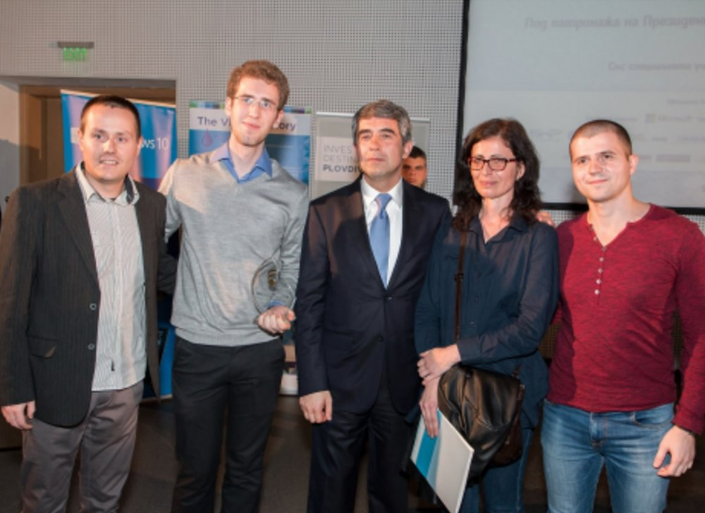 Iliyan, Teodor and Emiliyan from Vratsa Software with former Bulgarian President Rosen Plevneliev. Credit: Vratsa Software